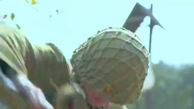 光影:鬼子兵炸弹扔过来,不料高手武艺超群,侧身反踢反歼鬼子