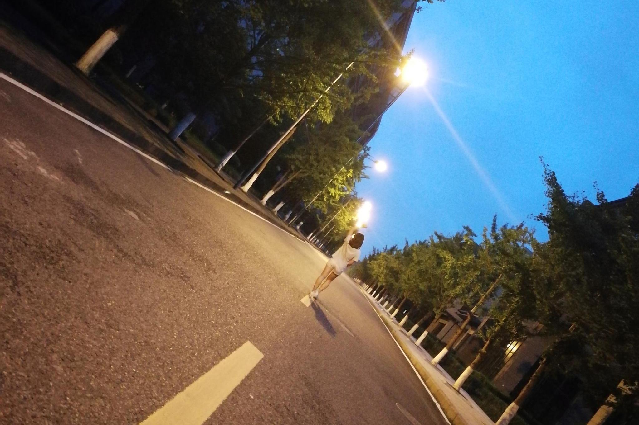 华为P10在4年前的夜晚拍摄的照片,今天看后如何评价