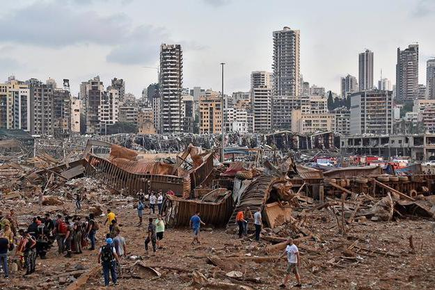 实拍黎巴嫩大爆炸灾难现场:总理府大门被炸飞,总理妻女受伤