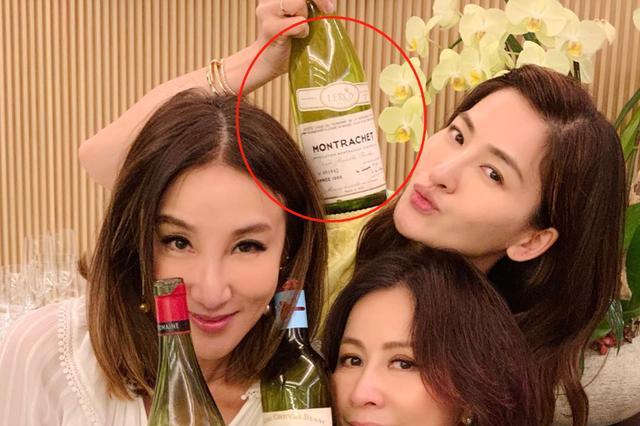 有钱任性!54岁刘嘉玲与一众贵妇聚会,喝88万一瓶天价白葡萄酒