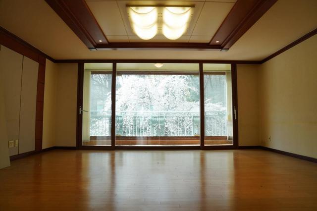 看了这套老房改造,我才明白装修清爽明亮很重要,太老气显得压抑