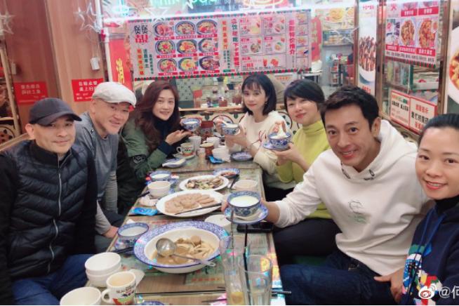 TVB前艺人出走内地境况,二线城市买房定居,开餐馆在路边吃东西