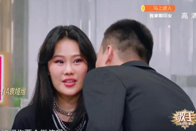 《歌手》洪涛突然反问耿斯汉,回答耿直气氛尴尬,周深:这么猛吗