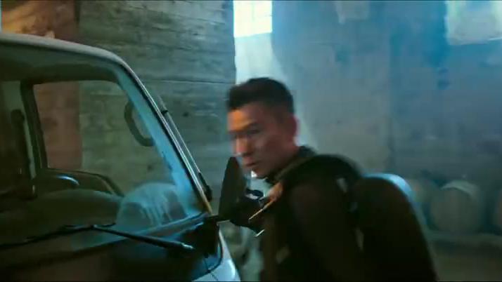 侠盗联盟:侠盗三人组配合默契,顺利进入严防死守的古堡,真厉害