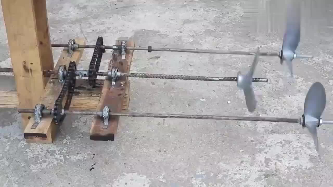 男子设计了一款水上螺旋桨,堪称正反转启停自如!