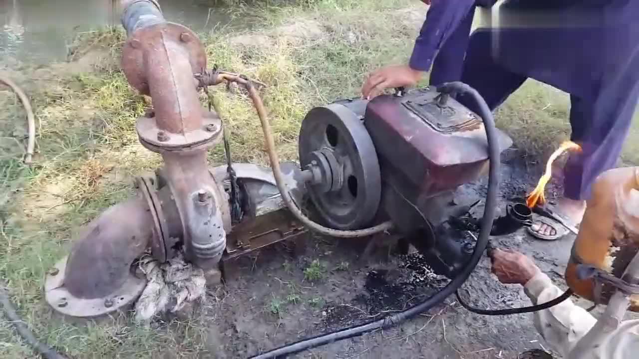 烧着火启动柴油机,网友:一看技巧就很熟练的样子!