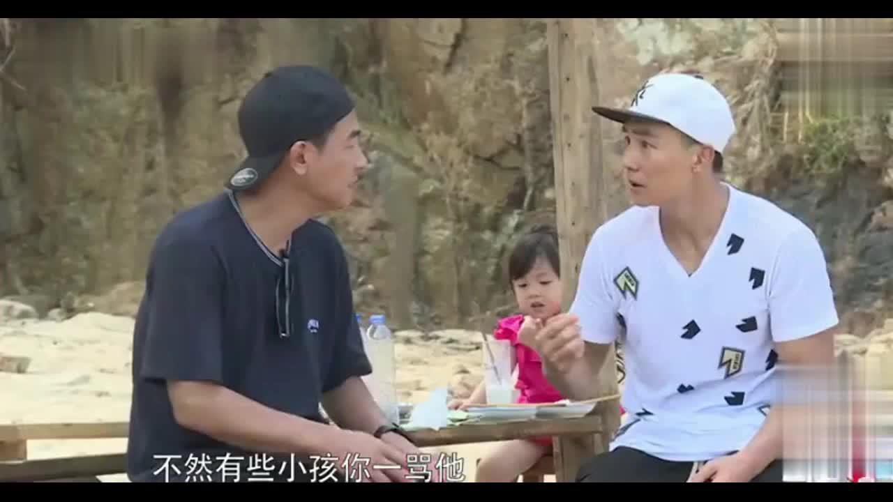 陈小春向刘畊宏吐苦水,自己管不住儿子了,说完模仿Jasper发火