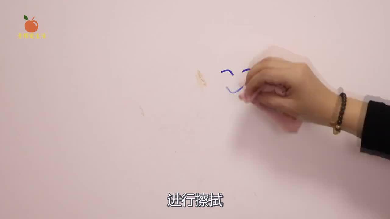白墙脏了不用刷,跟保洁阿姨偷学一招,不用一滴水,墙面洁白无瑕