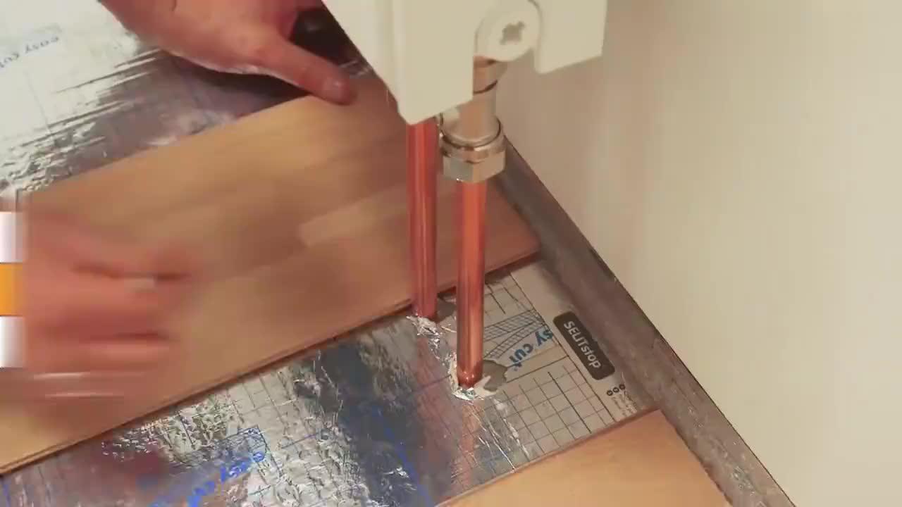看看德国工人安装木地板,这才是真正的工匠精神,太专业了!