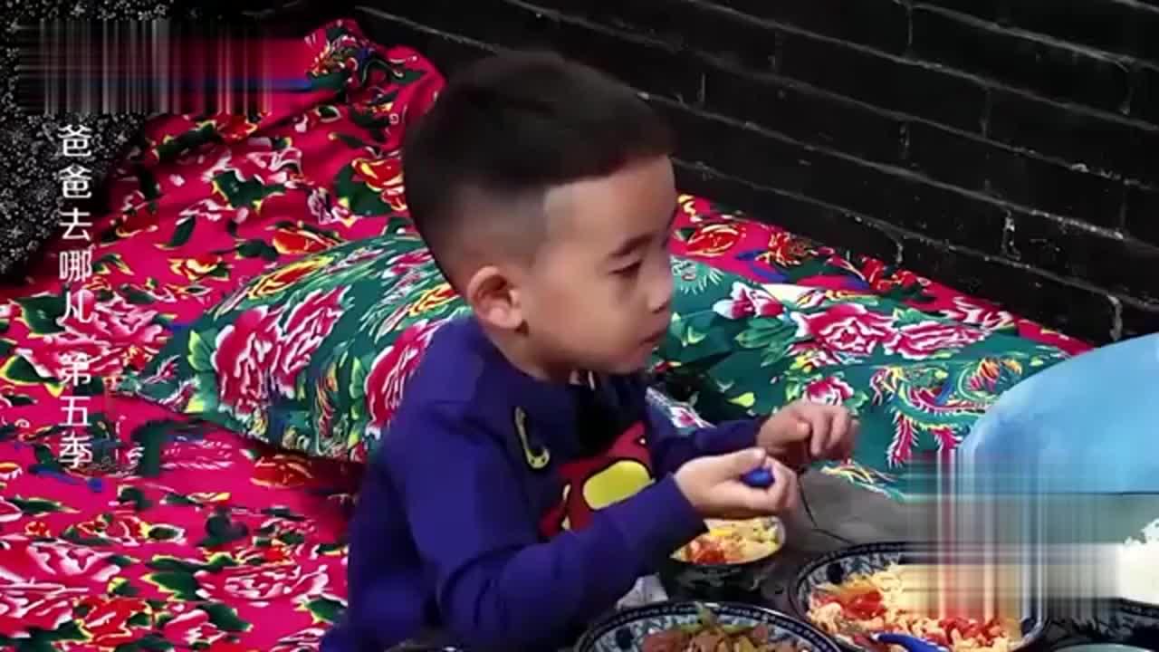 陈小春画风突变对儿子发温柔,儿子瞬间吓懵,春哥:我是你小弟!