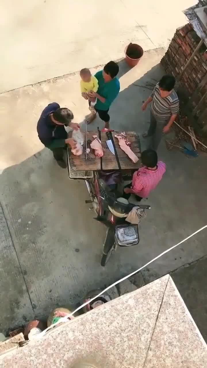 从城里嫁到了农村,没想到婆婆是土豪,28块一斤的猪肉也买得起
