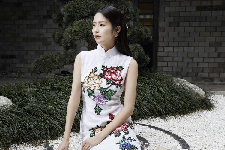 颖儿新剧中碎花裙霸屏,系列裙装超温柔,这才是春装正确打开方式