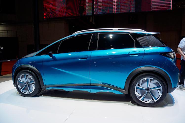 比亚迪展示跨界车型EA1与概念车X dream