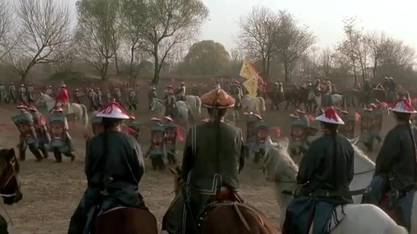 苏乞儿为救心上人带领着万千丐帮弟子对付赵无极,场面震撼