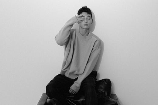 韩国艺人郑珍云最新杂志写真 撩衣露肚脐