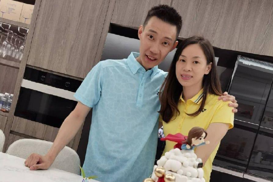 李宗伟携两个儿子为娇妻庆生,一家四口温馨有爱幸福满溢