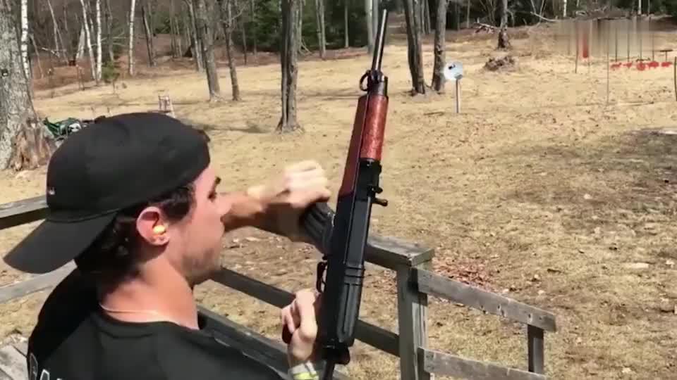 第一视角欣赏捷克Vz58式突击步枪射击精确度比AK好多了