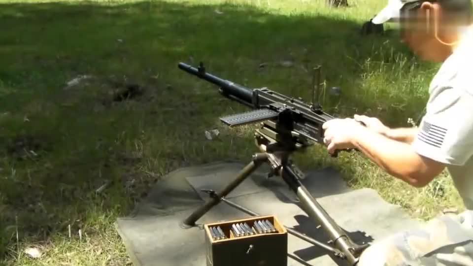 弹条供弹的意大利布雷达M37机枪,二战中累坏不少机枪手!