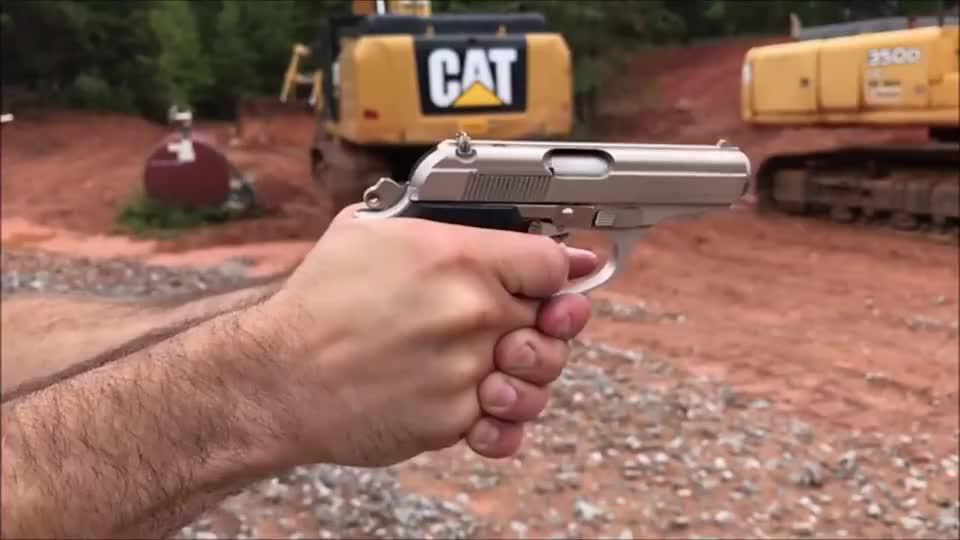漂亮的袖珍型手枪造型很圆滑手感极佳靶场射击评测
