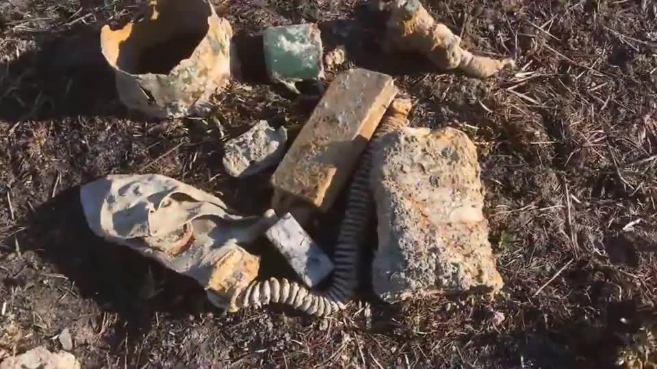 二战遗址中挖掘出不少迫击炮弹,只不过都生锈了