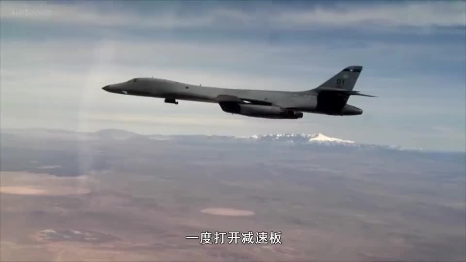 美俄再次正面杠上,美最强轰炸机竟被苏27吊着打,一度打开减速板