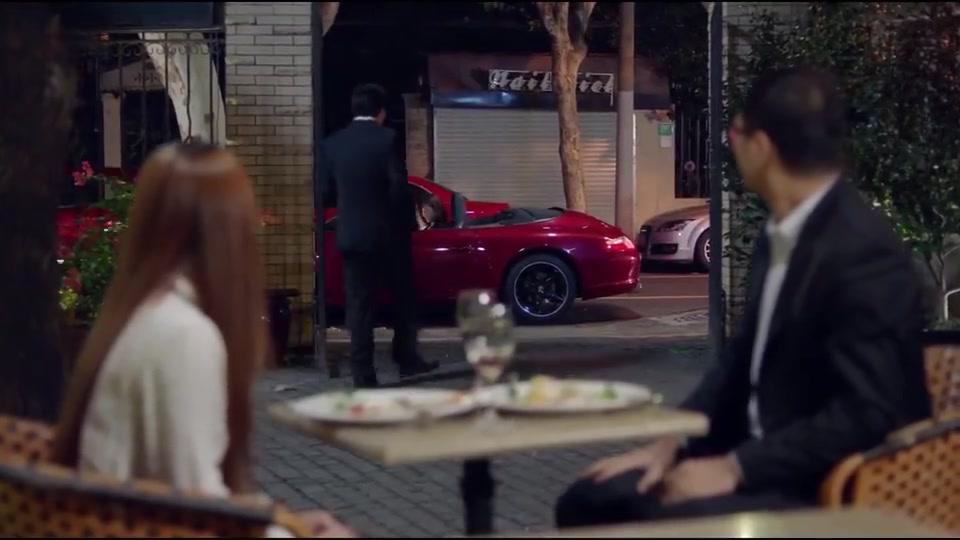 欢乐颂:大老板开跑车约会,请小美吃牛排,就只为了问她一个问题