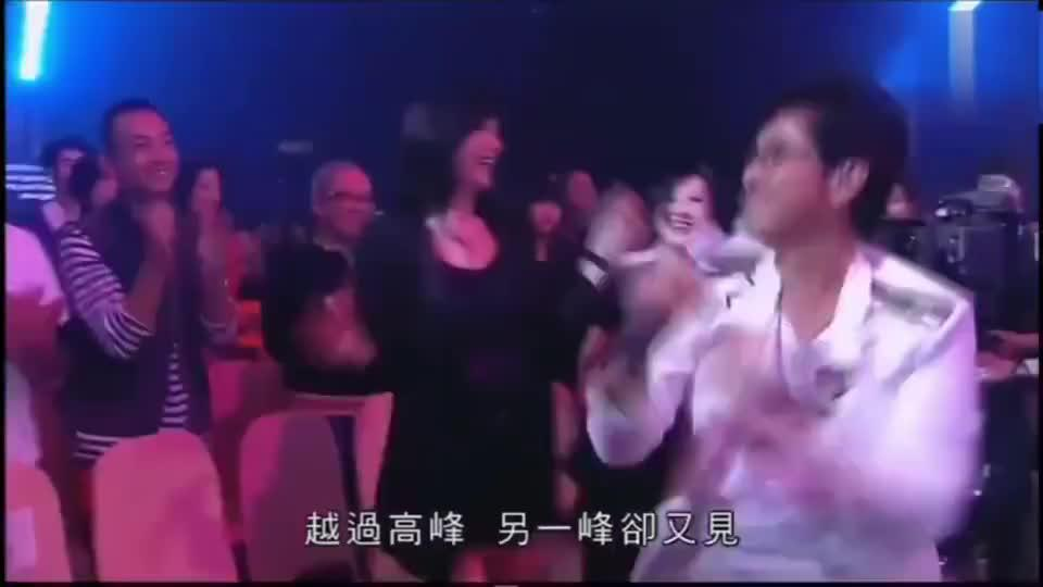 谭咏麟杜丽莎《漫步人生路》,台下全是大咖,现场简直不要太嗨了