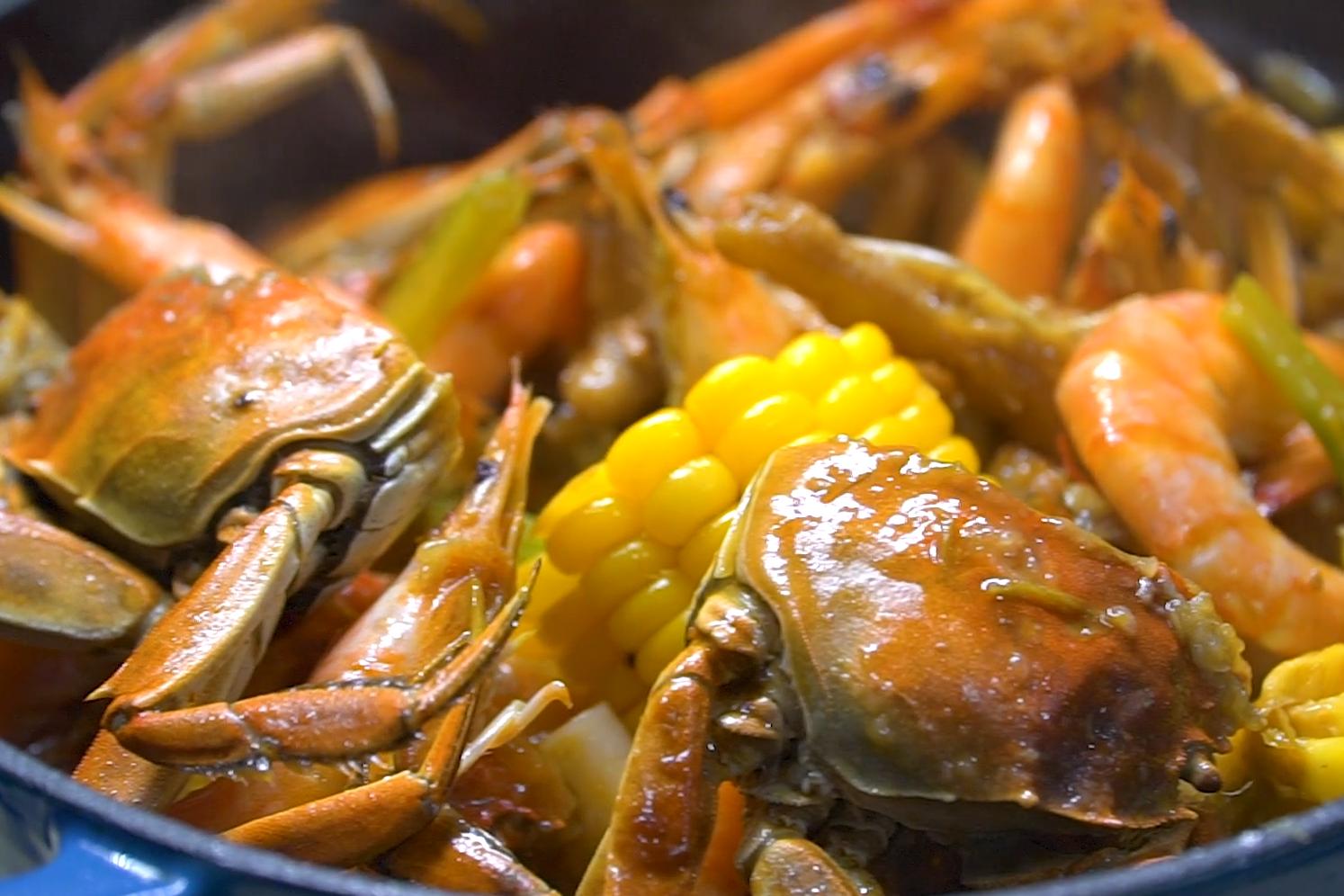 """中秋节必备硬菜""""大虾鸡爪蟹肉煲""""做法简单、营养丰富,真解馋"""