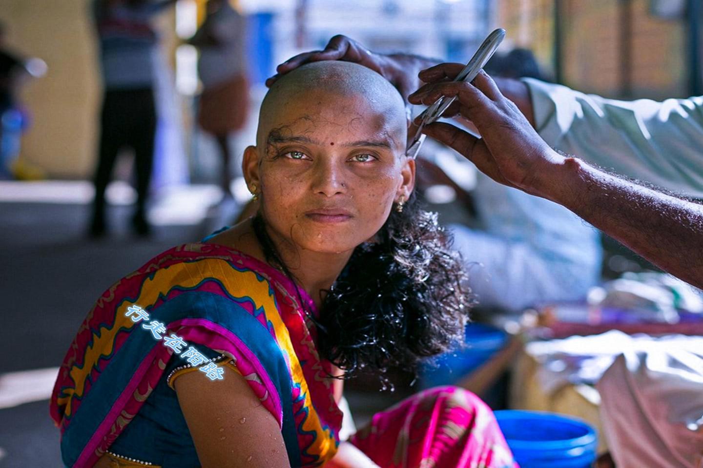 印度寺庙生财有道:日均理发2万人,每年创收上亿美元