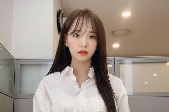 韩国女团gugudan成员金世正SNS发照秀清纯美貌