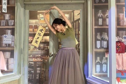 Girls day李惠利晒照 红色高跟鞋小秀性感