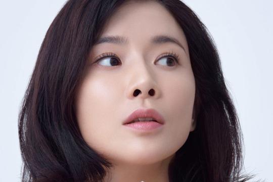 韩国女艺人李宝英拍代言品牌最新宣传照