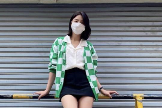 韩国女艺人严贤京SNS发照秀完美比例身材
