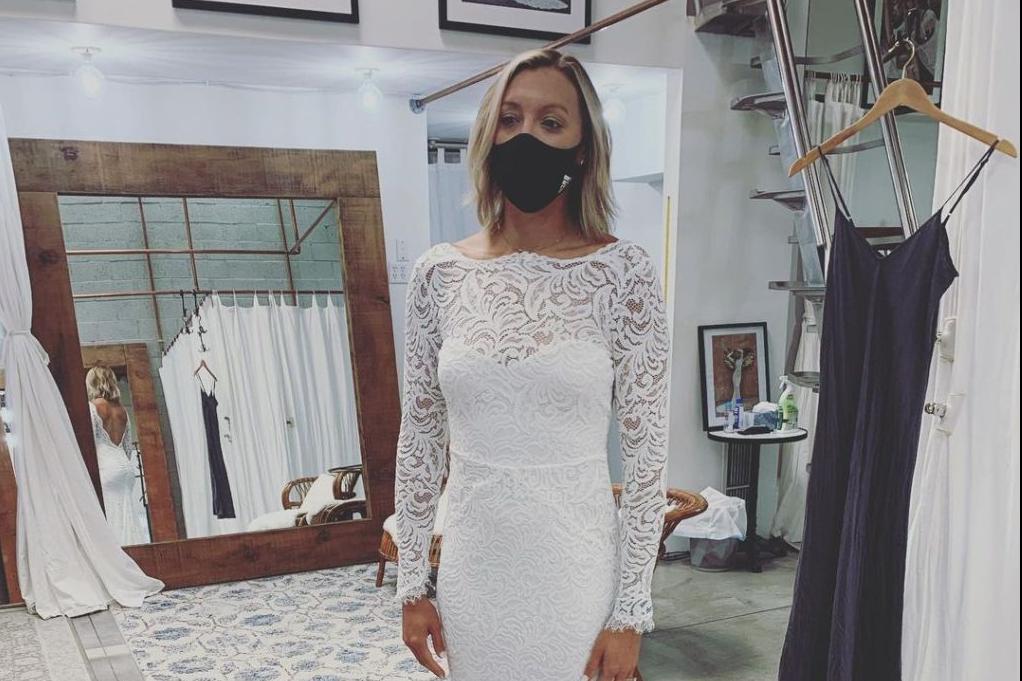 又一女排名将晒出婚纱照,34岁事业爱情双丰收