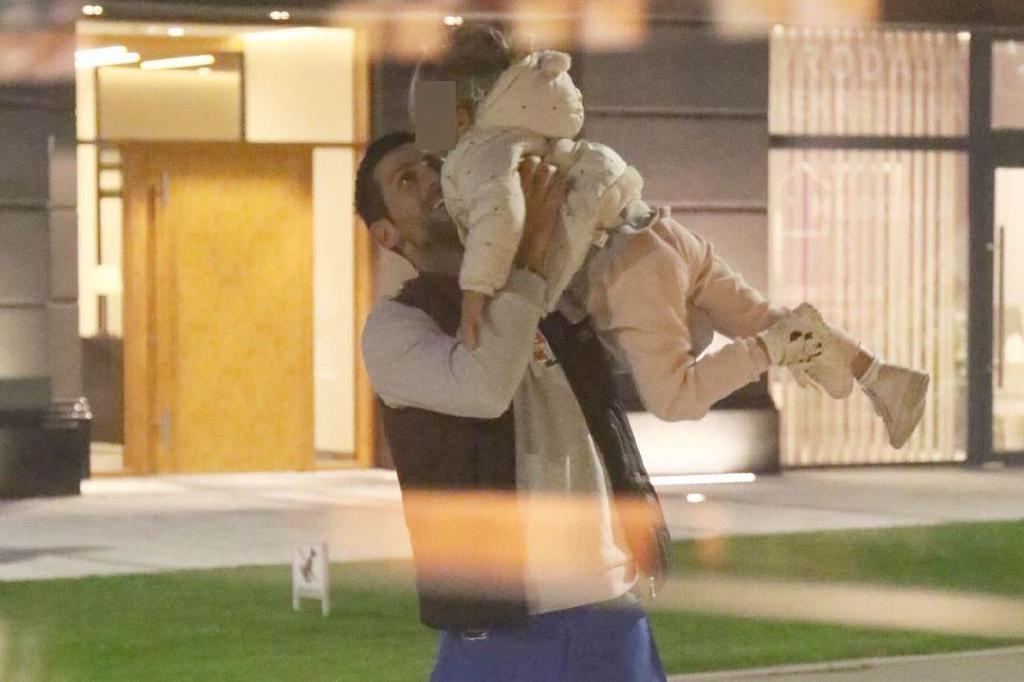 幸福满溢!德约科维奇抱起小女儿举高高,有爱互动萌出天际