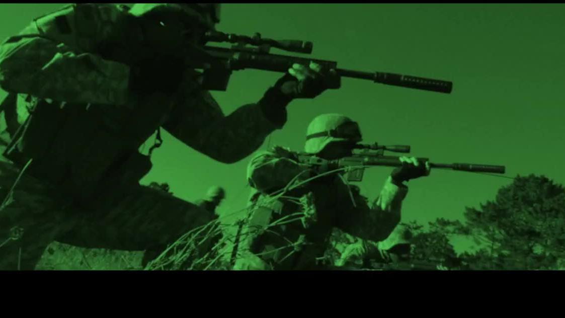 美军特种队夜战恐怖分子,武装直升机火力掩护免被团灭