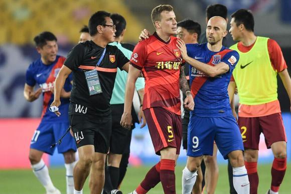 专家评中超争议:上海申花应该被判点球!补时没问题