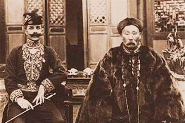 当年,陆荣廷被苏元春处决前,他看了一眼苏元春家属,不料被释放