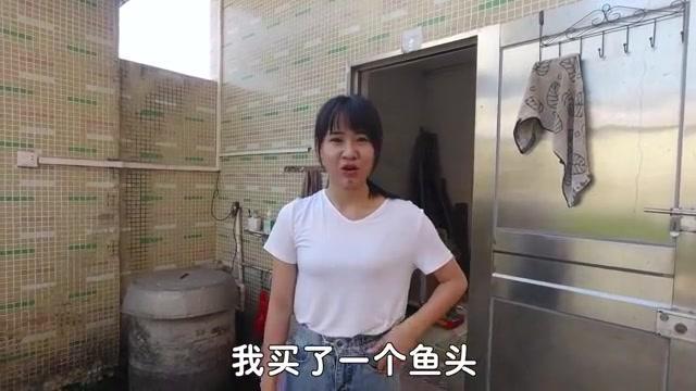 阿渔妹花29块买了个大鱼头,准备做一道硬菜,看看她怎么做