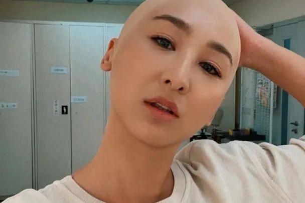 """""""光头""""亮相!TVB人气女星晒新剧造型大惹关注,网民:太假!"""