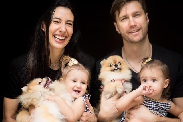 好温馨!女排奥运冠军晒全家福,一对双胎胞女儿和两只萌宠太可爱