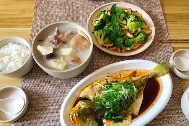 一家三口的午餐,1荤1素1个汤,简单美味,老公:老婆做啥都好吃