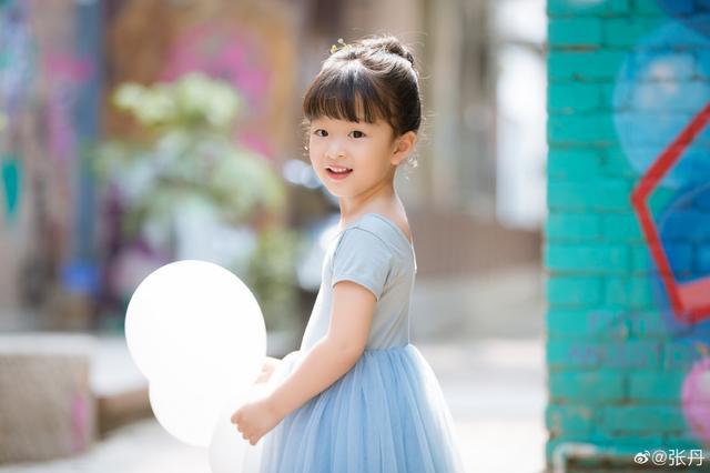 小仙女上线!世界冠军张丹晒女儿萌照,甜美纯真太可爱