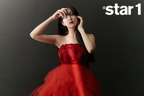 韩女星郑彗星杂志写真曝光 穿摸胸纱裙甜美可人