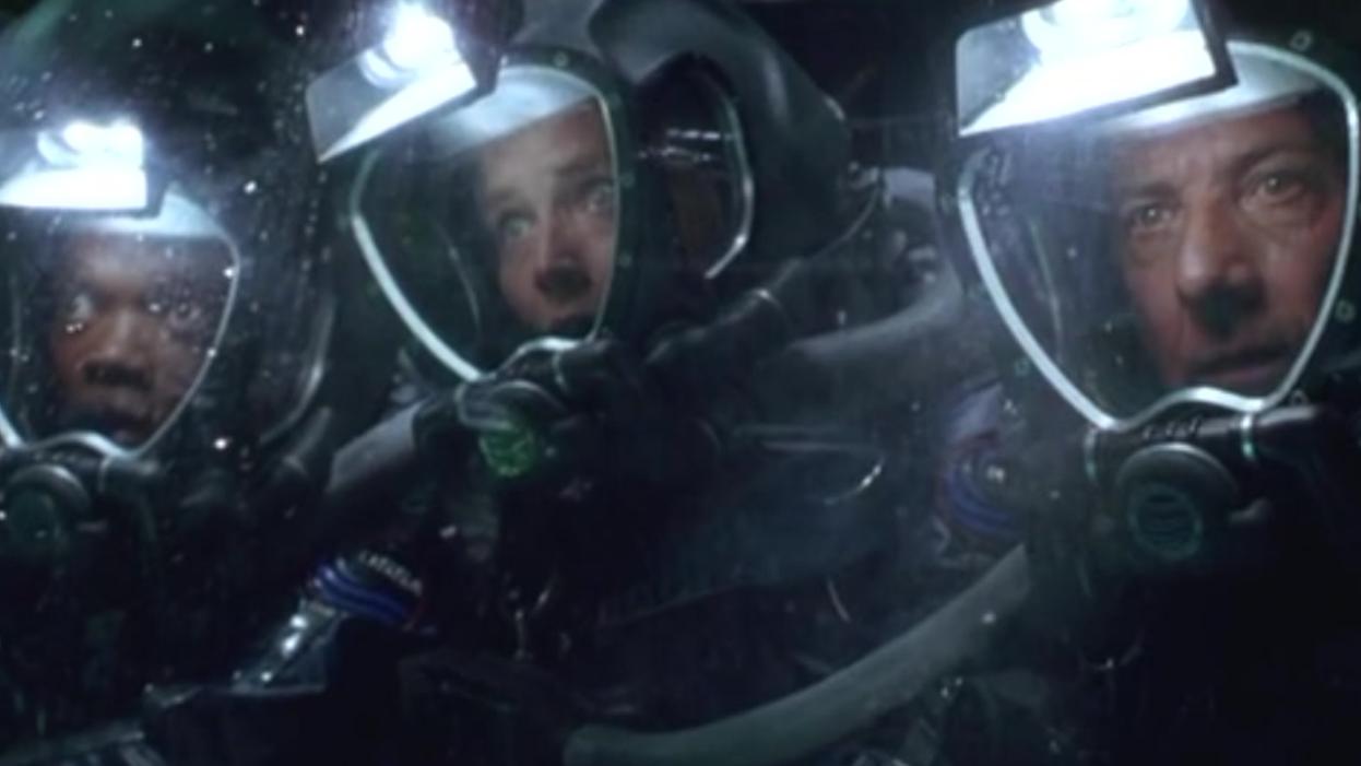 海底惊现300年前美国太空船,可当时美国还未建国!科幻电影