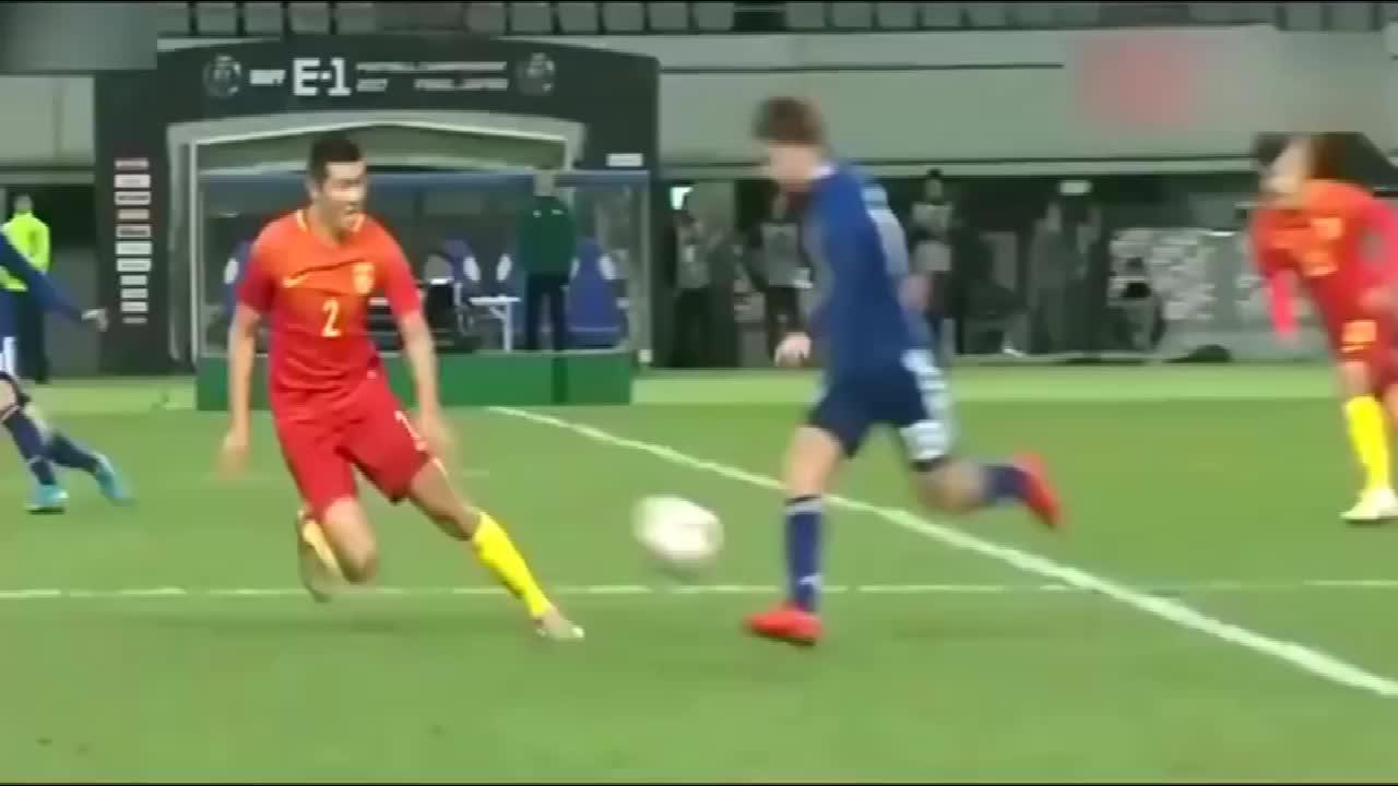 功夫足球再现国足新星现奇葩失误,一记右勾拳直接将日本球员干倒