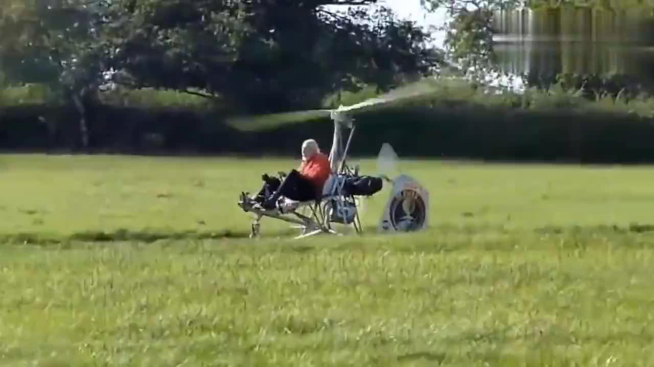 国外老爷爷自制的旋翼飞机,以为是个模型,飞起来一刻我就服了!