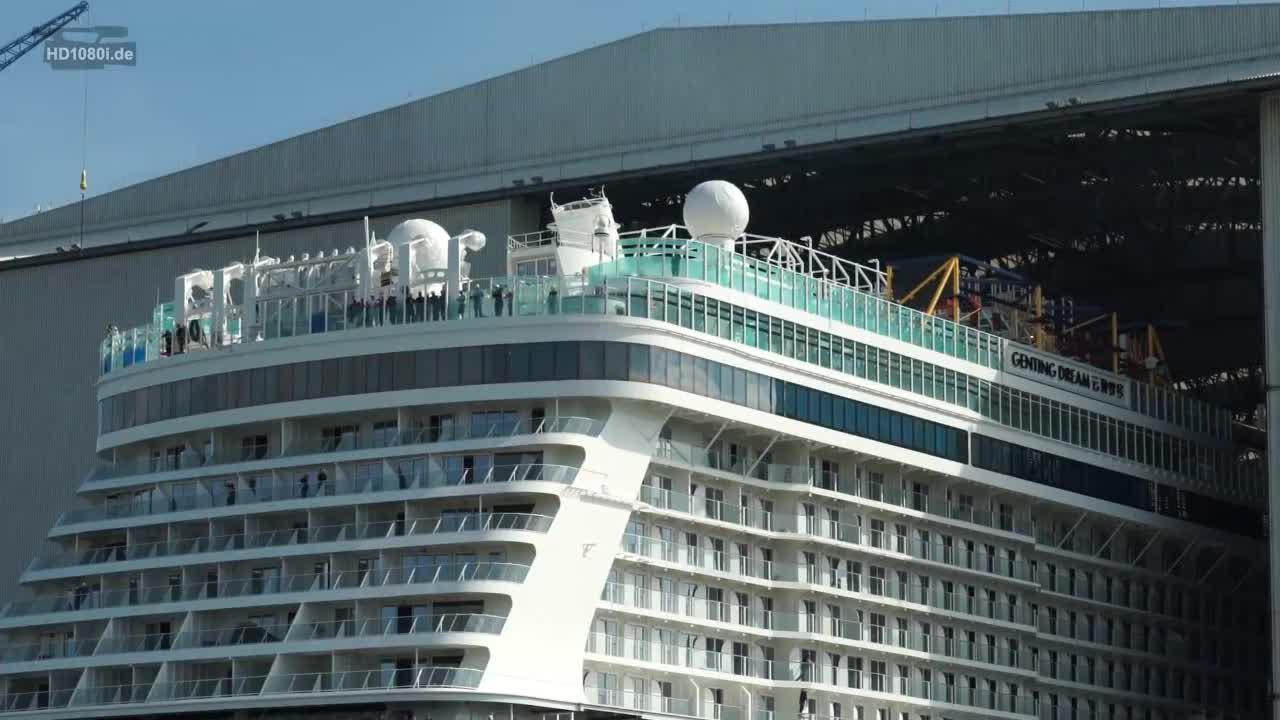 巨型游轮出船坞,近距离感受一下,比想象的还要大
