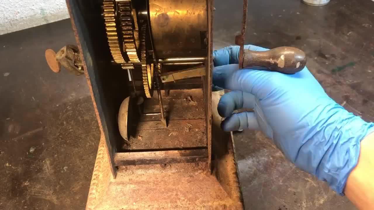 一台报废的烧烤架没人用,他拿过来就翻新了,没想到还有定时功能
