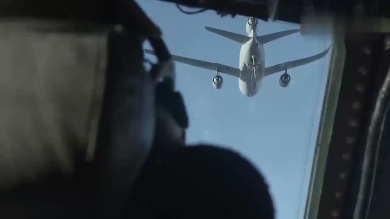 美国空军最大运输机C-5M超级银河空中加油行动
